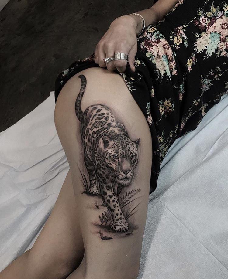 Sexy tattoo by @turan.art